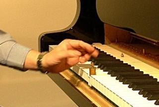 鍵盤初動の重さは? ピアノが語ってくれたもの-その19