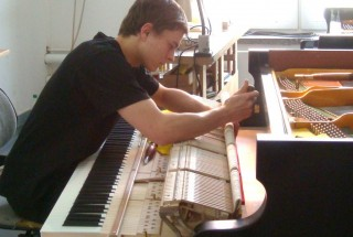 「BECHSTEIN・ナウ」その28 出荷整音と調律 グランドピアノ