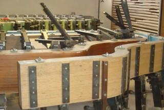 「BECHSTEIN・ナウ」その4 グランドピアノの形を決めるリム作り