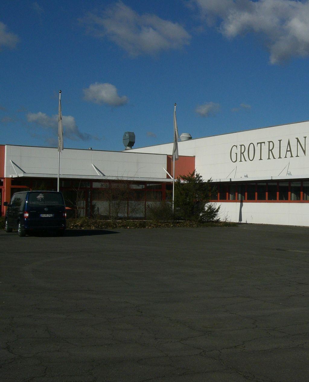 グロトリアン工場 玄関