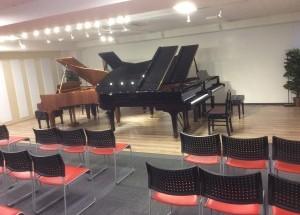 パッサージュ 3台・4台ピアノ練習もご相談ください。