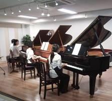 3台ピアノでオーケストレーションの実験中!