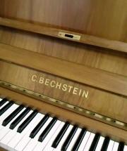 C.BECHSTEIN 12n の調律に行った。