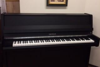 ピアノパッサージュ グロトリアン Studio クロームモデル 新品 輸入ピアノ GROTRIAN 展示中