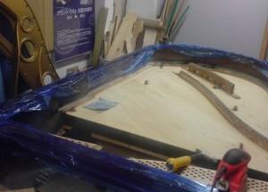 響板の塗装を剥離中・・・。