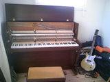 ザウターピアノのオーナーのパパはギタリスト?