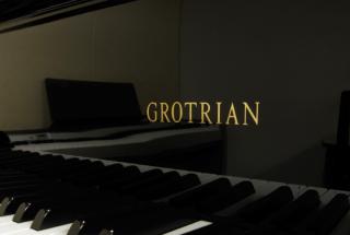 グロトリアン アップライトピアノ キャラット 輸入ピアノ GROTRIAN