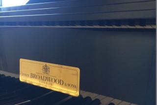 ジョンブロードウッドの納品に行った。