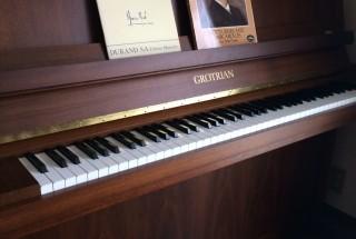 グロトリアン 108の納品に行った。  輸入ピアノ GROTRIAN