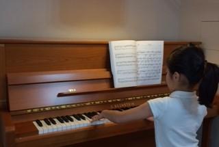 ベヒシュタイン コントア118の納入調律に行った 輸入ピアノ BECHSTEIN