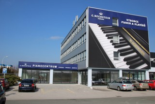 ■ベヒシュタインニュース■ フラデツクラーロヴェ(チェコ)にあるベヒシュタイン・ヨーロッパ工場 輸入ピアノ BECHSTEIN