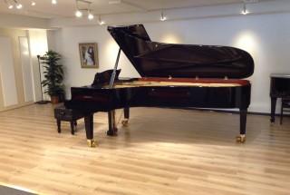 輸入ピアノ グロトリアン コンサートロイヤルを弾いてみませんか?