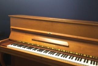 ベヒシュタイン 12bの納品に行った。 輸入ピアノ BECHSTEIN