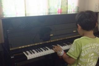 グロトリアン フリードリッヒの納入調律に行った。  輸入ピアノ GROTRIAN