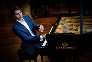 サリーム・アシュカール(Pianist) -1 輸入ピアノ BECHSTEIN