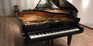 サロン・ド・パッサージュ 対話するピアノたちに向けて調律中!