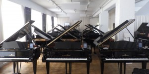 """C. Bechstein  Resonances ""  ピアニストからの評価、製造工程、歴史等様々な側面からベヒシュタインの魅力に迫ったミニ映画"