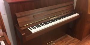 C.BECHSTEIN アカデミー A.114 Compact 貴重なウォルナット 新品入荷しました。 輸入ピアノ ピアノパッサージュ