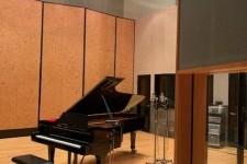 ご近所さんのK.レコードスタジオに調律に行った。