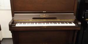 今月のお勧めピアノ スタインウェイ K-132 ハンブルグ ウォルナット 艶消