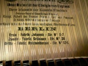 戦前のベヒシュタイングランドピアノの響板 当時のベルリン3か所の工場住所が印刷
